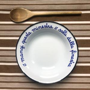 - O mangi questa minestra o salti dalla finestra