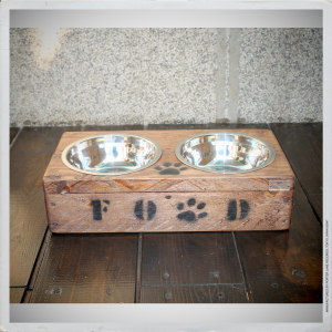 - BOWL HOLDER FOR  CATS  & DOGS I