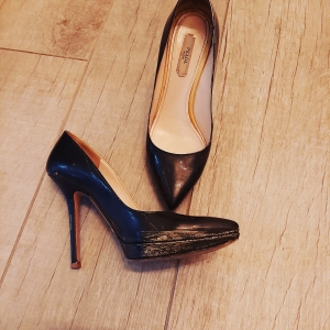 - Prada Pumps