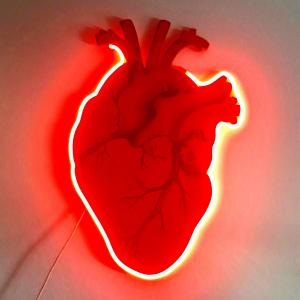 Cuore anatomico rosso con led rosso