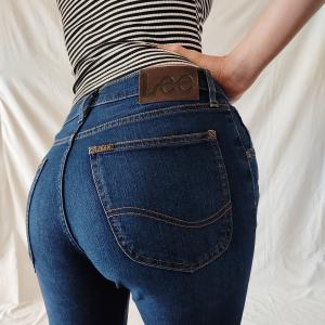 - Jeans Lee