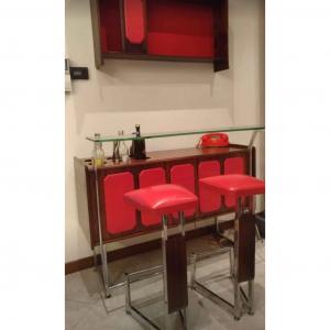 Mobile Bar con piano in Cristallo 1965 con sgabelli e bottigliera