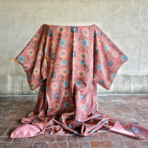 - Japanese Vintage Kimono