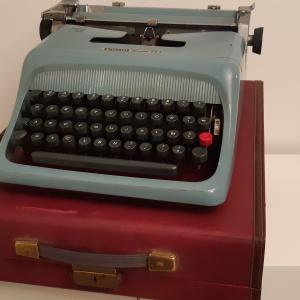 - VINTAGE anni 50 - Macchina da Scrivere Olivetti Studio 44 - anno 1952
