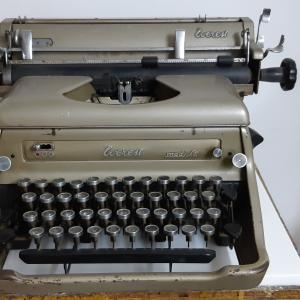 - VINTAGE anni 40 - Macchina da Scrivere - Everest mod. S.T.
