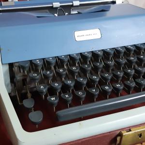 - VINTAGE anni 60 - Macchina da Scrivere Olivetti Studio 44 L - 1965