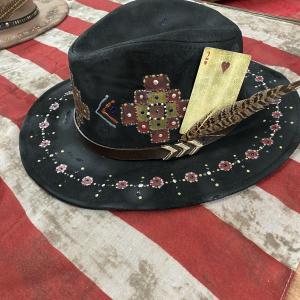Cappello  nero dipinto