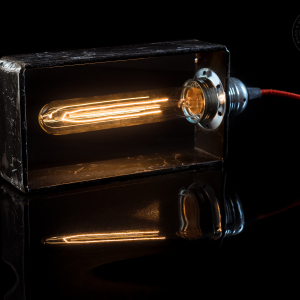 "Lampada da tavolo di design in ferro battuto ""Rectangle""."
