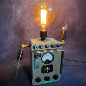 RECICLING ART LAMP IN FORMA DI AUTOMA ROBOT