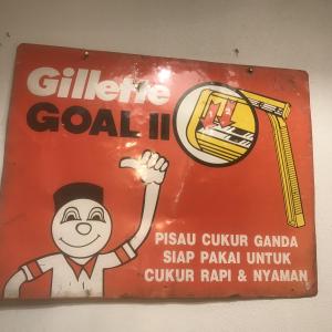 - Insegna Gillette