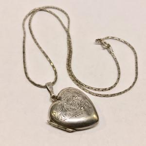 Collana con ciondolo antico porta ritratto tutto in argento, primi del '900, Inghilterra
